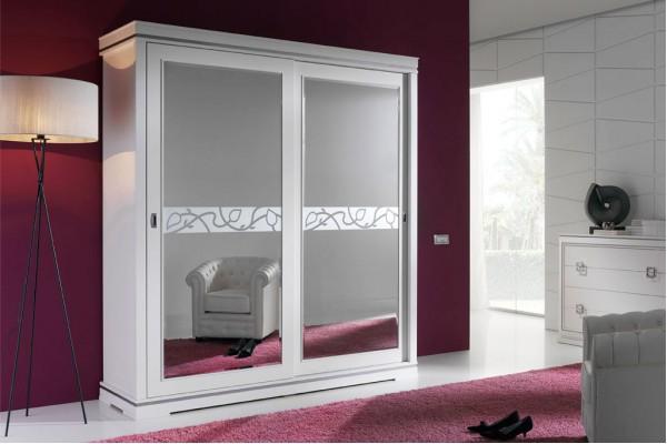 А вот и итальянские платяные шкафы с узорчатыми зеркалами